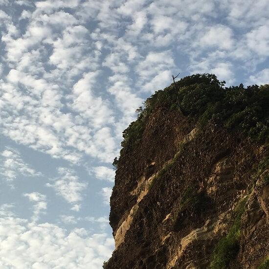 ダイナミックな日本海の海岸線 立神岩