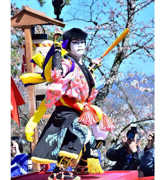 絢爛豪華な衣装!日本三大船神事のひとつ、ホーランエンヤ