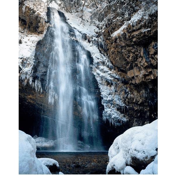 日本の滝100選!雪景色の龍頭ケ滝