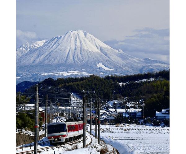雪景色!冠雪の大山と特急やくも