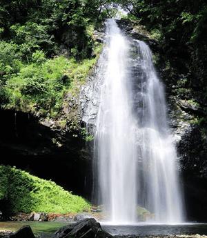 日本の滝100選!夏の龍頭が滝
